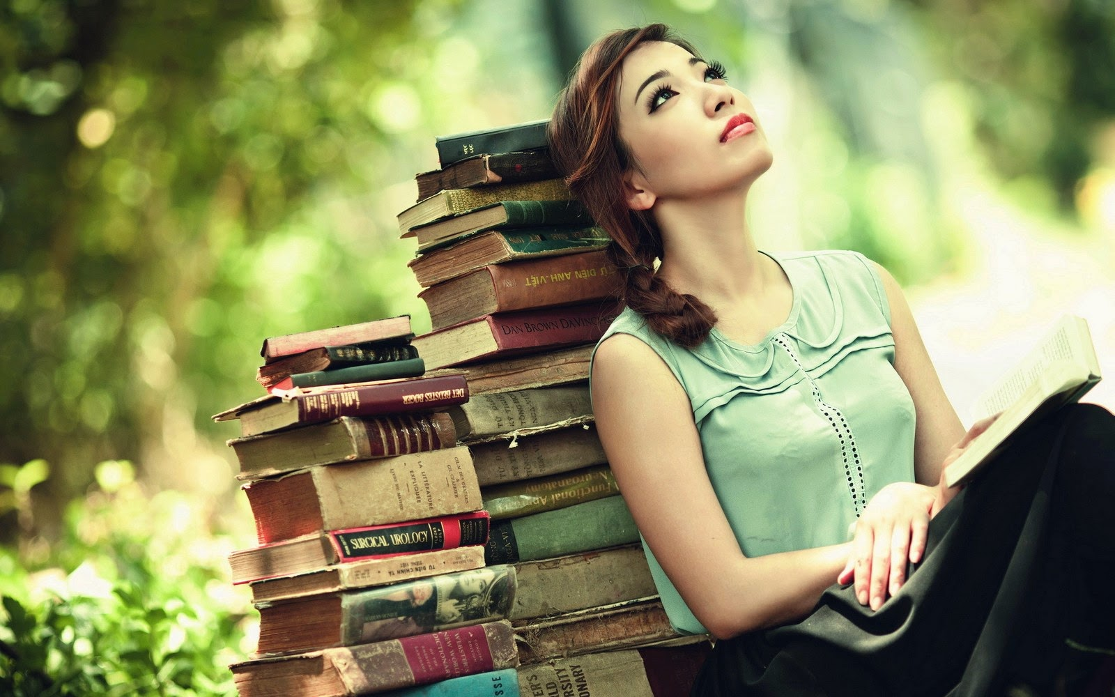 girls-are-reading-the-books